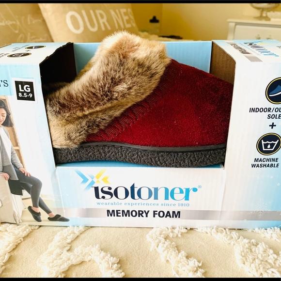 Isotoner Memory Foam Red Slippers Faux Fur Trim